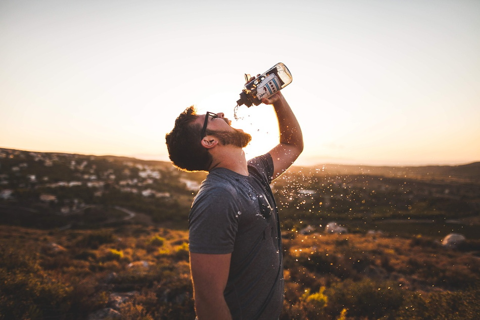 the-right-amount-of-water-to-drink-when-hiking