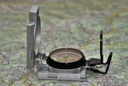 how-to-choose-a-compass-the-complete-guide